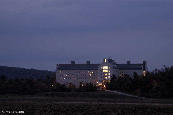 [Evening view of Bicentennial Hall, the Middlebury College science building.]